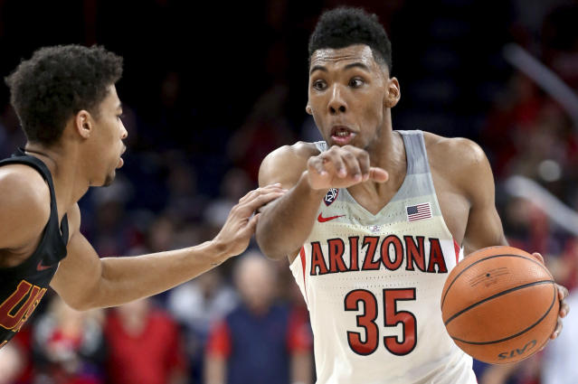 "Arizona guard <a class=""link rapid-noclick-resp"" href=""/ncaab/players/131287/"" data-ylk=""slk:Allonzo Trier"">Allonzo Trier</a> (35) drives to the hoop during a game against USC on Feb. 10. (AP)"