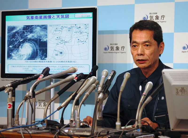 Japanese meteorologist Satoshi Ebihara answers questions during a press conference in Tokyo, on July 7, 2014 (AFP Photo/)