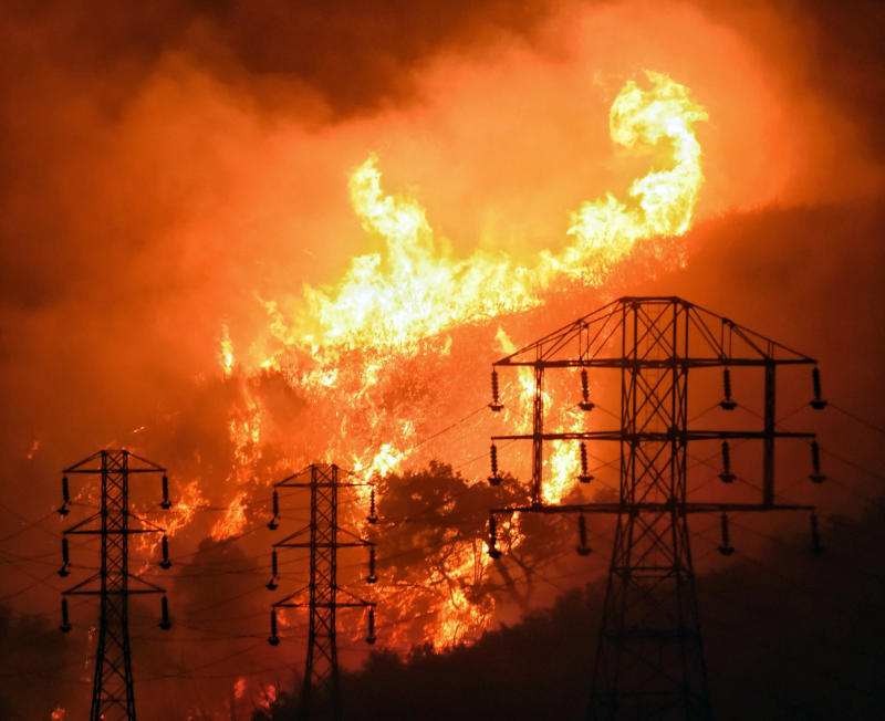 Judge OKs bankrupt PG&E's plan for $235 million in bonuses