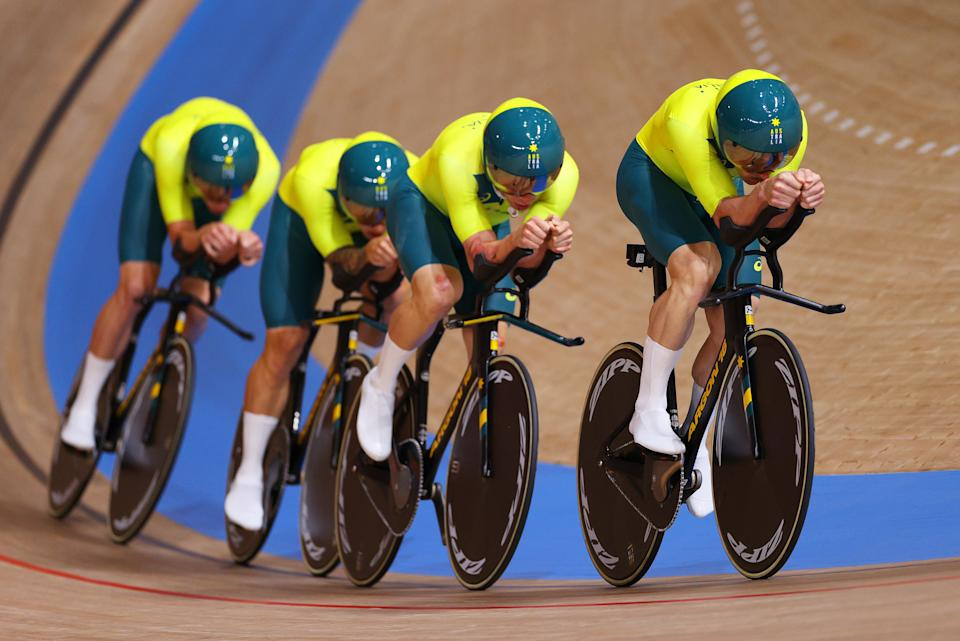 IZU, JAPAN - AUGUST 02: (L-R) Alexander Porter and Leigh Howard of Team Australia sprint during the Men´s team pursuit qualifying of the Track Cycling on day 10 of the Tokyo Olympics 2021 games at Izu Velodrome on August 02, 2021 in Izu, Shizuoka, Japan. (Photo by Tim de Waele/Getty Images)