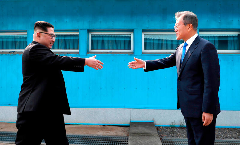 Kim calls for more Korea talks with Moon in new year