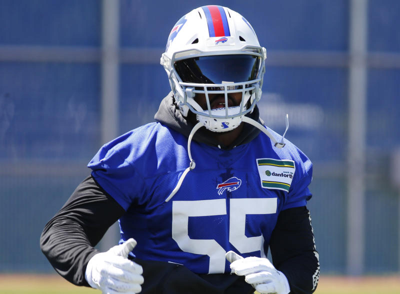 Bills DE Jerry Hughes signs two-year extension