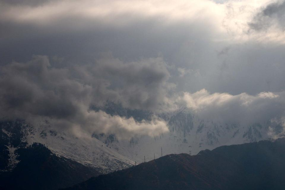 Snow and the fog have affected visibility in Kashmir