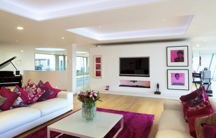 <p>Most of the walls and ceilings in Steppingstone are white, and the floors are neutral.<br></p>
