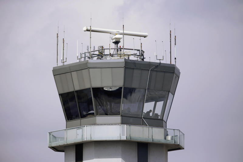 FAA to staff 72 airport control towers at night