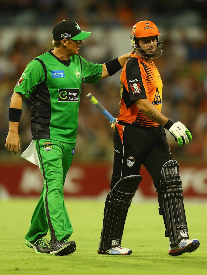 PERTH, AUSTRALIA - JANUARY 16: Shane Warne of the Stars acknowedges Herschelle Gibbs of the Perth Scorchers as he leaves the ground with an injury during the Big Bash League semi-final match between the Perth Scorchers and the Melbourne Stars at the WACA on January 16, 2013 in Perth, Australia.  (Photo by Robert Cianflone/Getty Images)