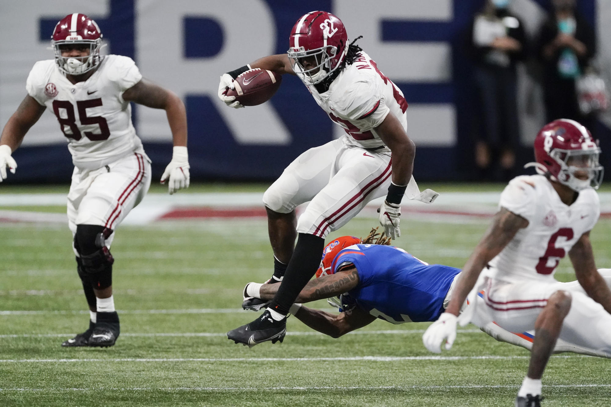 Behind monster performances from Najee Harris and DeVonta Smith, Alabama  outlasts Florida to win SEC title