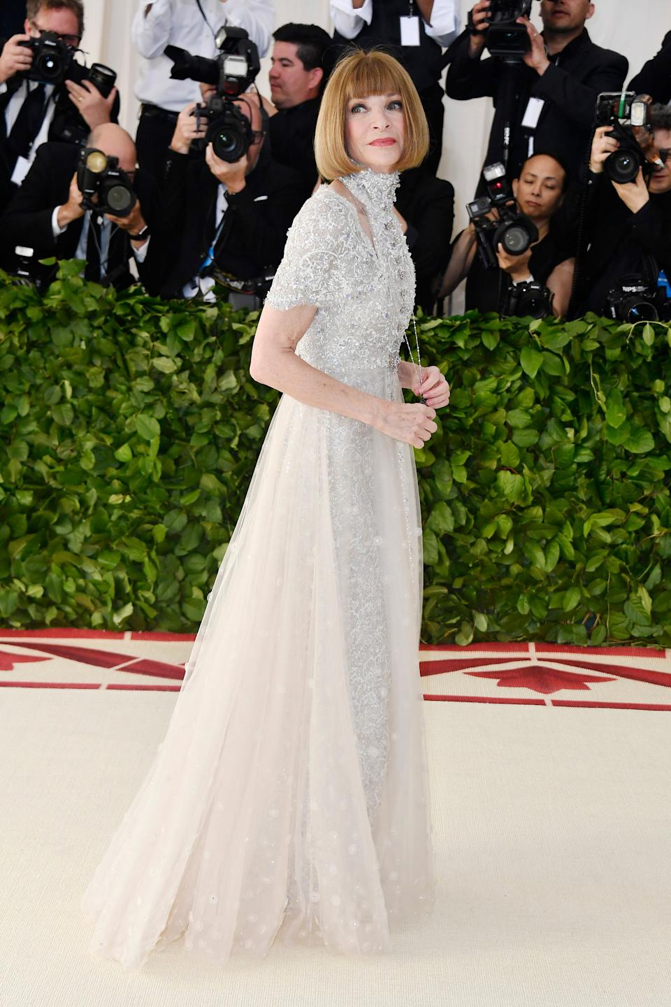 """<h1 class=""""title"""">Anna Wintour in Chanel</h1><cite class=""""credit"""">Photo: Getty Images</cite>"""