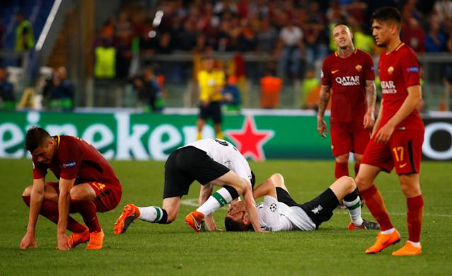 Soccer Football - Champions League Semi Final Second Leg - AS Roma v Liverpool - Stadio Olimpico, Rome, Italy - May 2, 2018 Liverpool's Andrew Robertson and team mates celebrate as Roma's Radja Nainggolan and team mates look dejected after the match REUTERS/Tony Gentile