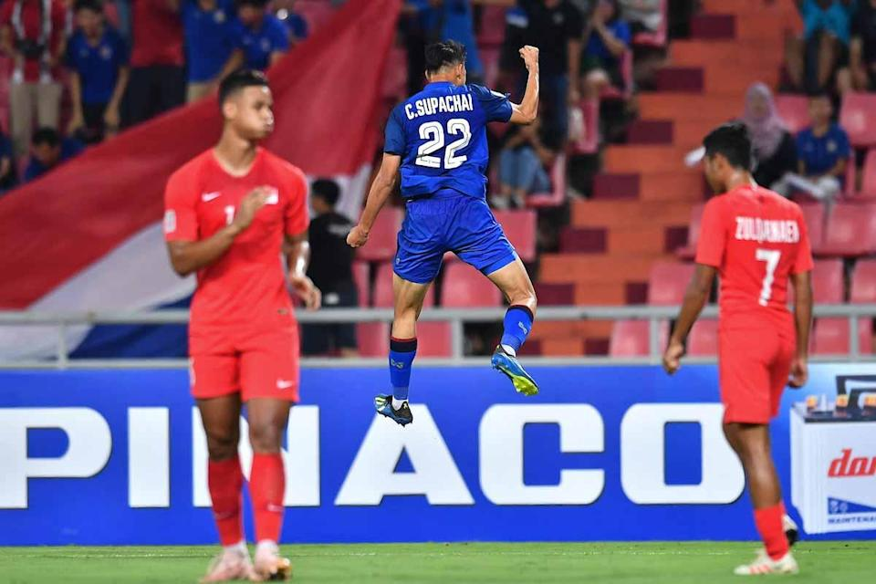 Thailand forward Supachai Chaided (centre) celebrates scoring their second goal in their 3-0 win over Singapore in the AFF Suzuki Cup on 25 November, 2018. (PHOTO: AFF Suzuki Cup)