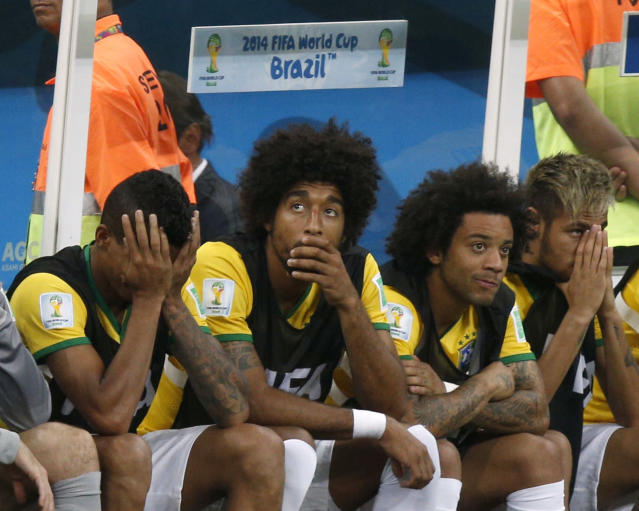 Brazil's Neymar (R) and teammates react after Netherlands' third goal during the 2014 World Cup third-place playoff between Brazil and the Netherlands at the Brasilia national stadium in Brasilia July 12, 2014. REUTERS/Ueslei Marcelino (BRAZIL - Tags: TPX IMAGES OF THE DAY SOCCER SPORT WORLD CUP)