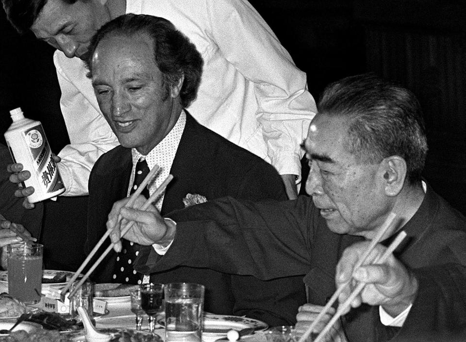 Prime Minister Pierre Trudeau enjoys a banquet hosted by Premier Chou En-Lai at the Great Hall of the People, during his PRC visit in 1973. (Credit: Peter Bregg/CP Photo)