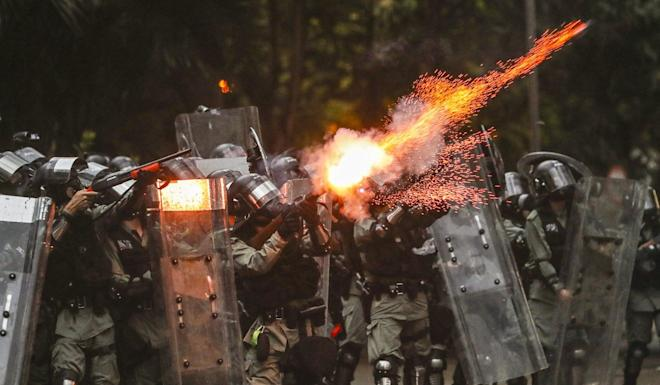 Riot police fire tear gas rounds at anti-government protesters in Admiralty. Photo: Sam Tsang