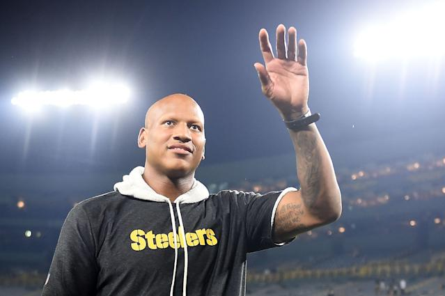 "<a class=""link rapid-noclick-resp"" href=""/nfl/teams/pittsburgh/"" data-ylk=""slk:Steelers"">Steelers</a> linebacker Ryan Shazier was all smiles at his wedding Friday night. (Photo by Stacy Revere/Getty Images)"