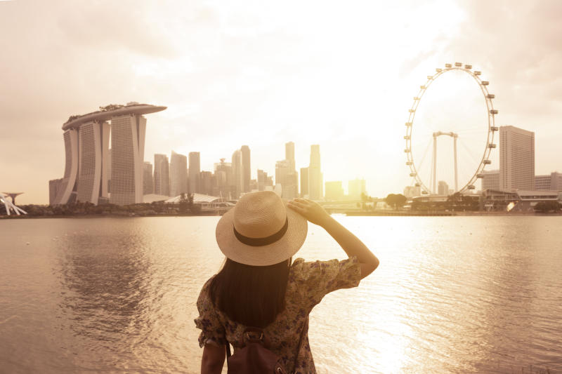 Tourist woman is enjoy traveling at Singapore with famous landmark view.