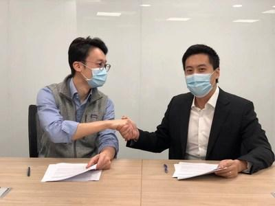 Mr. Chibo Tang, Managing Partner of Gobi Partners (GP of AEF) (left) and Mr. Kingsley Leung, Co-Founder of GBB (right), Signing the Investment Agreement.