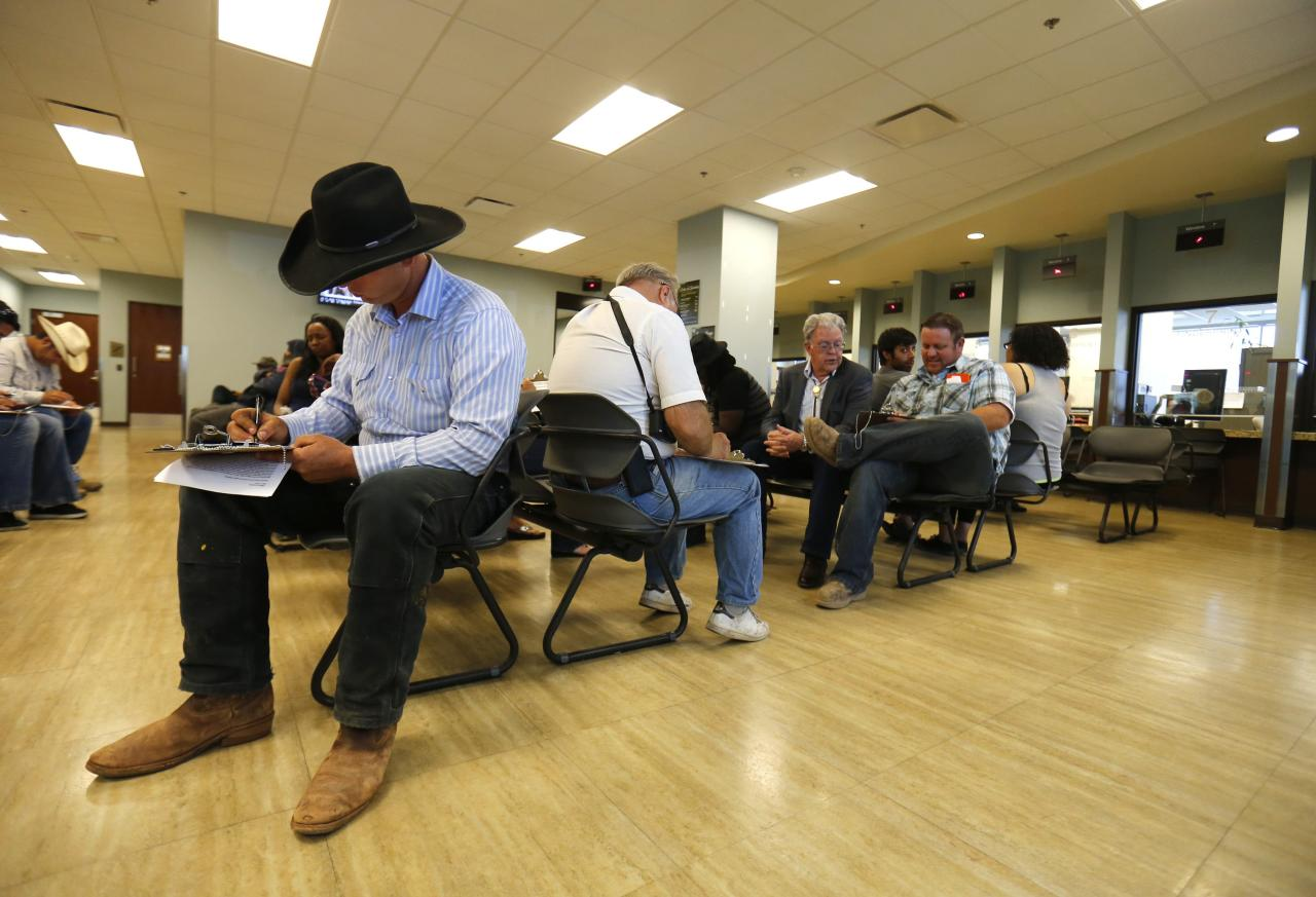Ryan Bundy, son of rancher Cliven Bundy, files a criminal complaint against the Bureau of Land Management at the Las Vegas Metropolitan Police Department in Las Vegas, Nevada May 2, 2014. REUTERS/Mike Blake (UNITED STATES - Tags: CRIME LAW AGRICULTURE CIVIL UNREST)