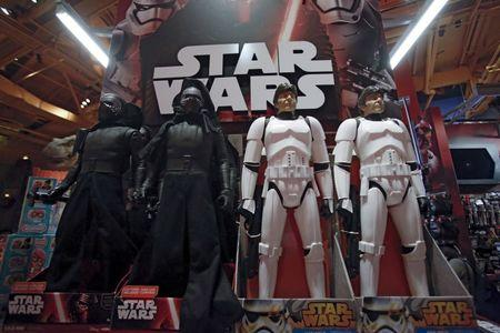 """Star Wars toys are seen at Toys """"R"""" Us Times Square store during the early opening of the Black Friday sales in the Manhattan borough of New York, November 26, 2015. REUTERS/Andrew Kelly"""