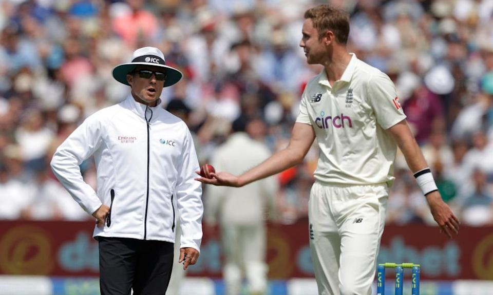 """Stuart Broad complains to umpire Richard Kettlebrough after a """"catch"""" on Devon Conway was not given out."""