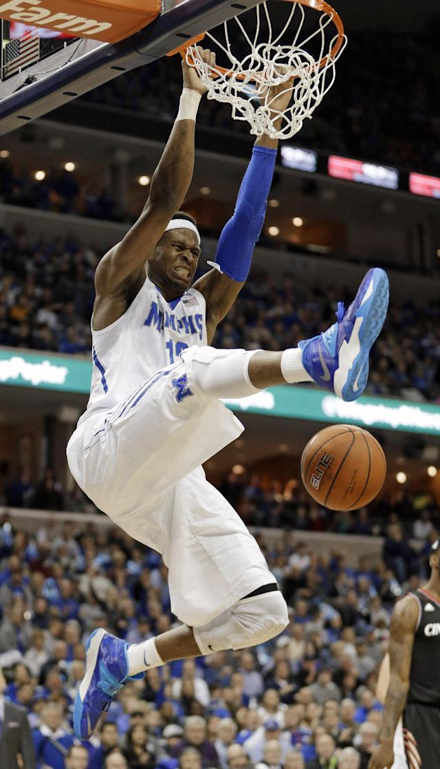 Memphis forward David Pellom dunks the ball against Cincinnati in the first half of an NCAA college basketball game Saturday, Jan. 4, 2014, in Memphis, Tenn. (AP Photo/Mark Humphrey)