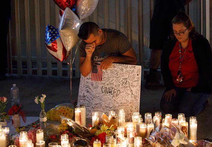 <p>Mourners pay tribute at a makeshift memorial on the Las Vegas Strip for the victims of a mass shooting in Las Vegas, Nevada, USA, 02 October 2017. (Photo: Eugene Garcia/EPA-EFE/REX/Shutterstock) </p>