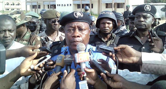Adelere Shinaba, police commissioner for Kano state, speaks to reporters outside the Federal College of Education in the northern Nigerian city of Kano, on September 17, 2014 (AFP Photo/Aminu Abubakar)