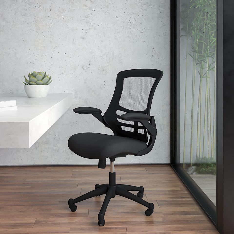 """<h2>Best Ergonomic Office Chair On Amazon<br></h2><br><h3>Flash Furniture Mid-Back Swivel Ergonomic Office Chair<br></h3><br>Amazon is home to, no surprise, an impressive selection of ergonomic office chairs. But what's the true creme de la creme? Flash Furniture's under-$150 seat with over 10,000 ratings and 4.3 out 5 stars. It's highly customizable with adjustable armrests and support and, and according to one happy customer, """"The comfort does the job.""""<br><br><em>Shop <strong><a href=""""https://amzn.to/39sqEeW"""" rel=""""nofollow noopener"""" target=""""_blank"""" data-ylk=""""slk:Amazon"""" class=""""link rapid-noclick-resp"""">Amazon</a></strong><br></em><br><br><strong>Flash Furniture</strong> Mid-Back Swivel Ergonomic Office Chair, $, available at <a href=""""https://amzn.to/3lMS0T4"""" rel=""""nofollow noopener"""" target=""""_blank"""" data-ylk=""""slk:Amazon"""" class=""""link rapid-noclick-resp"""">Amazon</a>"""