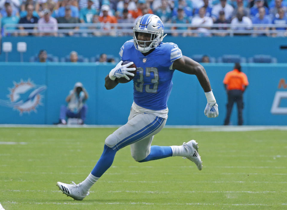 MIAMI GARDENS, FL - OCtOBER 21: Kerryon Johnson #33 of the Detroit Lions runs with the ball against the Miami Dolphins during an NFL game on October 21, 2018 at Hard Rock Stadium in Miami Gardens, Florida. The Lions defeated the Dolphins 32-21. (Photo by Joel Auerbach/Getty Images)