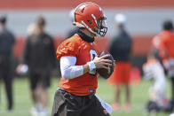 Cleveland browns quarterback Baker Mayfield (6) drops back to pass during an NFL football practice at the team training facility, Tuesday, June 15, 2021 in Berea, Ohio. (AP Photo/David Dermer)