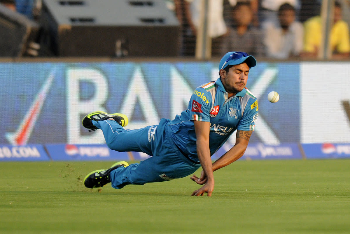Manish Pandey of Pune Warriors drops a catch of Manan Vohra of Kings XI Punjab during match 6 of the the Pepsi Indian Premier League ( IPL) 2013  between The Pune Warriors India and the Kings XI Punjab held at the Subrata Roy Sahara Stadium, Pune on the 7th April  2013..Photo by -IPL-SPORTZPICS .