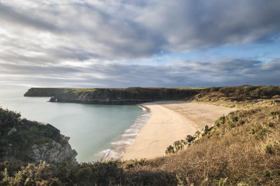 It's a short hike to Barafundle Bay but well worth it (iStock/Matt_Gibson)