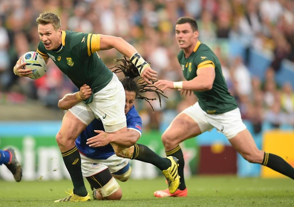 Injury prone South Africa captain Jean de Villiers(L with ball) went to hospital amid fears he had broken his jaw for the second time in two months (AFP Photo/Lionel Bonaventure)