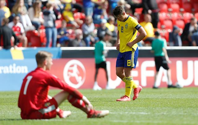 Soccer Football - UEFA European Under-17 Championship Quarter-Final - Italy vs Sweden - New York Stadium, Rotherham, Britain - May 13, 2018 Sweden's Kevin Ackermann and Simon Andersson looks dejected after the game Action Images via Reuters/Ed Sykes