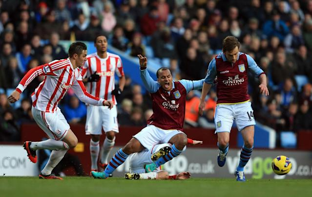 BIRMINGHAM, ENGLAND - DECEMBER 08: Brett Holman and Gabriel Agbonlahor of Villa goes past Geoff Cameron of Stoke during the Barclays Premier League match between Aston Villa and Stoke City at Villa Park on December 8, 2012 in Birmingham, England. (Photo by Richard Heathcote/Getty Images)