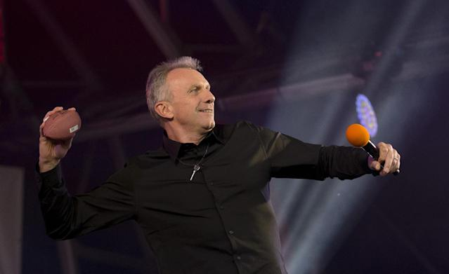 Former San Francisco 49ers quarterback Joe Montana throws a mini ball out to the crowd as he is interviewed on stage during an NFL fan rally in Trafalgar Square, London, Saturday, Oct. 26, 2013. The San Francisco 49ers are due to play the the Jacksonville Jaguars at Wembley stadium in London on Sunday, Oct. 27 in a regular season NFL game. (AP Photo/Matt Dunham)