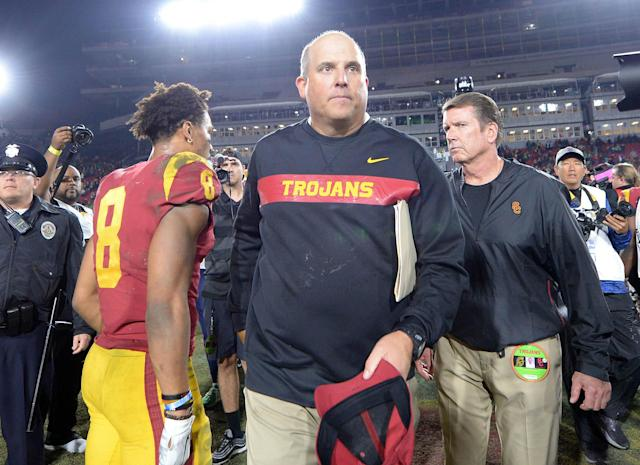 USC coach Clay Helton meets with wide receiver Amon-Ra St. Brown (8) following the 24-17 loss against the Notre Dame Fighting Irish in 2018. (Credit: USAT)