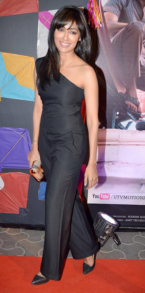 Hottie Chitrangada Singh wears the one shoulder in a jumpsuit style. Quite unique!
