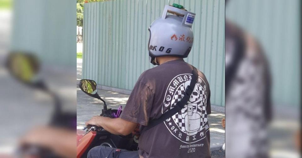 <p>An unusual gas tank safety helmet caught the eyes of fellow scooter riders in recent days. (Photo courtesy of 路上觀察學院/Facebook group)</p>