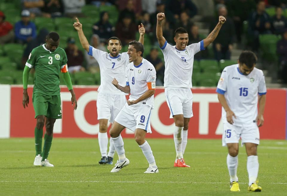 Uzbekistan's players celebrate after winning their Asian Cup Group B soccer match against Saudi Arabia at the Rectangular stadium in Melbourne January 18, 2015. REUTERS/Brandon Malone (AUSTRALIA - Tags: SOCCER SPORT TPX IMAGES OF THE DAY)