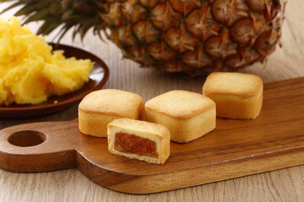 Yu Jan Shin selects fresh, premium Taiwan-produced pineapples, boiling them for a long time to temper the pulp and pectin which become the filling, creating the exclusive Golden Award Pineapple Cake - a perfect balance between sweet and sour.