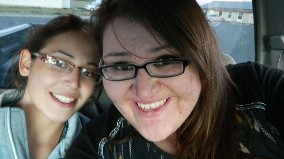 Ashley and her sister, Kimberly Loring. (Find Ashley Loring/HeavyRunner Facebook page)