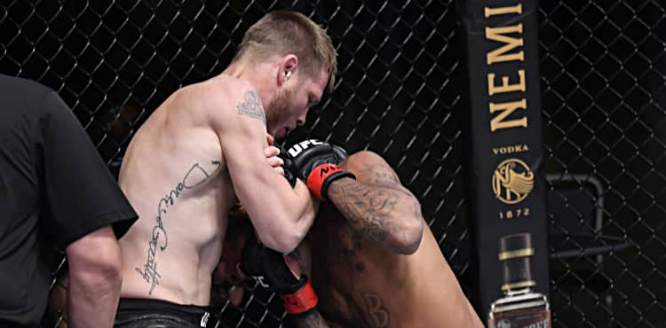 Kevin Croom submits Roosevelt Roberts at UFC Vegas 10