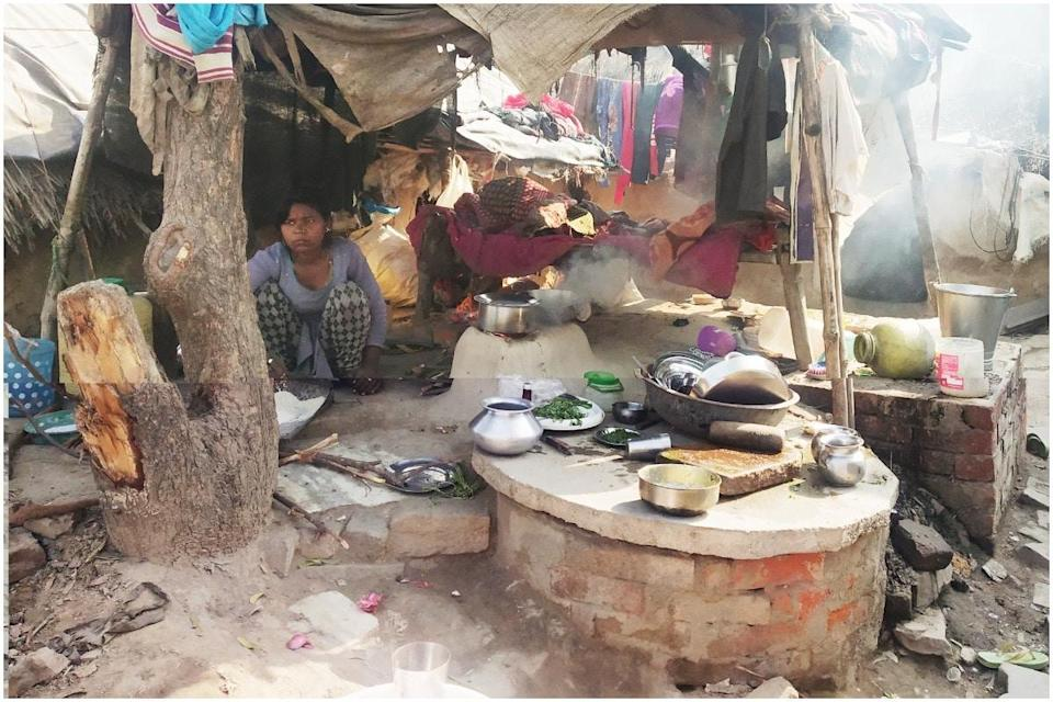 Urmila's 15-year-old daughter Chinta cooks food in their new makeshift home. (Rituparna Palit)