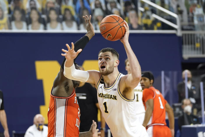 Michigan center Hunter Dickinson (1) drives on Illinois center Kofi Cockburn (21) in the second half of an NCAA college basketball game in Ann Arbor, Mich., Tuesday, March 2, 2021. (AP Photo/Paul Sancya)