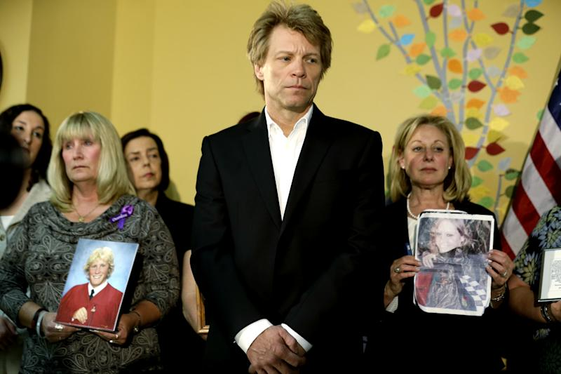 NJ gov signs overdose law, Bon Jovi applauds it