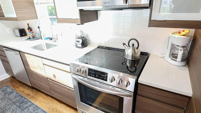 The kitchens at 510 Queens, part of the open floor plan, is stocked with more essentials than you'd expect: English muffins and coffee, spaghetti sauce and noodes, a garlic press and champagne flutes.