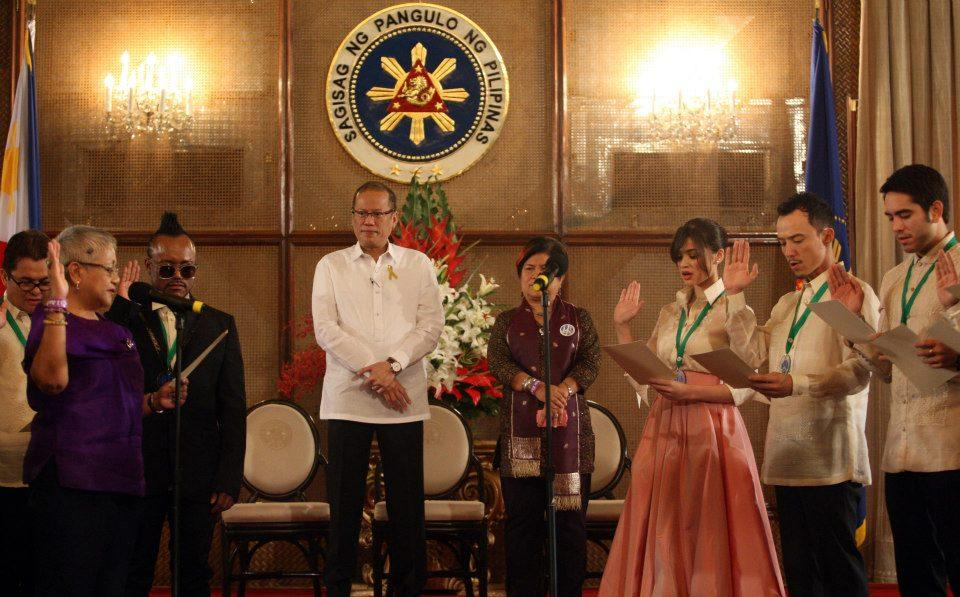 President Benigno 'Noynoy' Aquino III and Social Welfare Secretary Corazon 'Dinky' Soliman watch as President Adviser for the Peace Process Teresita 'Ging' Deles swears in the new 'national peace ambassadors' during the 'I Am For Peace' campaign launch at the Rizal Hall of Malacañan Palace on Friday, Sept. 14. The peace ambassadors are singer apl.de.ap of Black Eyed Peas; actors Anne Curtis, Epy Quizon, Gerald Anderson, Megan Young,  Kiray, Igi Boy and Mikael Dae; musical artists Noel Cabangon, Christian Bautista, Datu Khomeini, Ebe Dancel, and Gloc-9; Internet icon Ramon Bautista; TV host Rovilson Fernandez; and fashion designers Arnold Galang and JC Buendia. (Ryan Lim, Malacañang Photo Bureau)