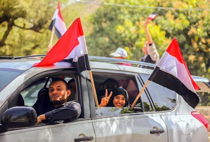 Yemenis celebrate after tribesmen from the Popular Resistance Committees, supporting forces loyal to Yemen's Saudi-backed president, reportedly pushed Huthi rebels out of the Beer Basha area in Taez on March 12, 2016 (AFP Photo/Ahmad al-Basha)