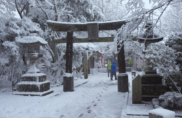 Visitors walk in the snow at Enoshima Shrine in Fujisawa, near Tokyo, Saturday, Feb. 8, 2014. The Japan Meteorological Agency issued the first heavy snowfall warning for central Tokyo in 13 years. (AP Photo/Shizuo Kambayashi)
