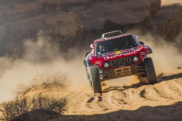 Sainz wins another stage to extend Dakar lead